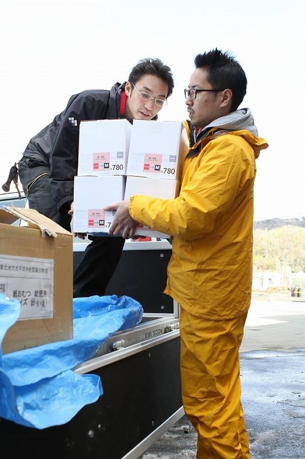 Unloading relief goods