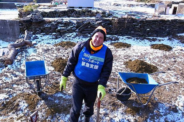 Creating gardens as support for residents of temporary housing in January 2012
