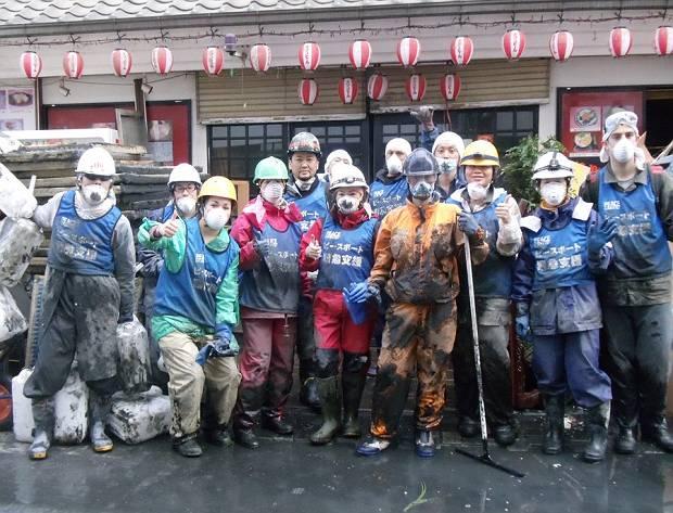 International volunteer group photo by team leader Campesino